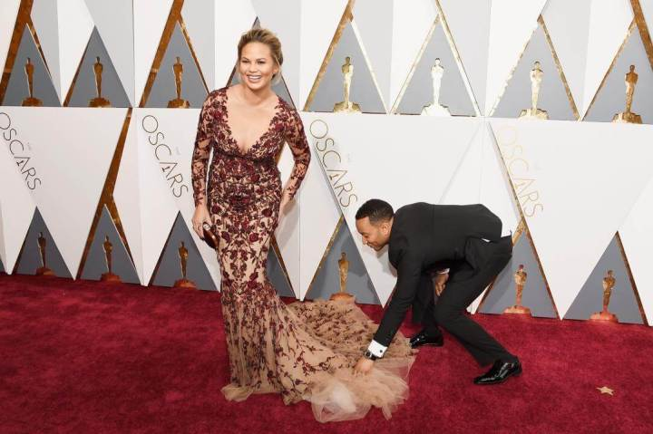 set_chrissy_teigen_john_legend_160228_512946402